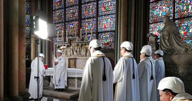 أول قداس بكاتدرائية نوتردام بفرنسا بعد حريق مدمر