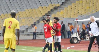 فيديو وصور .. محمد صلاح يراوغ بمهاراة عالية و ويسدد خارج المرمى