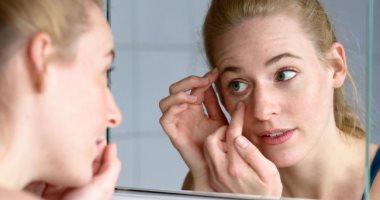 4 عادات خاطئة تؤثر على صحة عينيك.. تجنبها