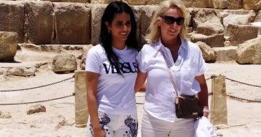 فيديو.. شيخة آل ثانى تصطحب البرتغالى مانيش فى زيارة للأهرامات
