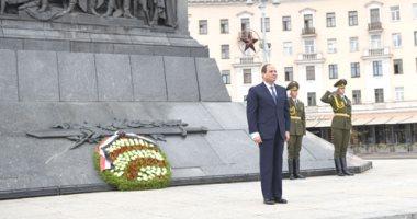 صور.. السيسي يضع أكليل الزهور بالنصب التذكارى بالعاصمة البيلاروسية مينسك
