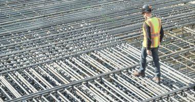 شعاع يستبعد حديد عز من الأسهم النموذجية بعد استمرار خسائر شركات الحديد