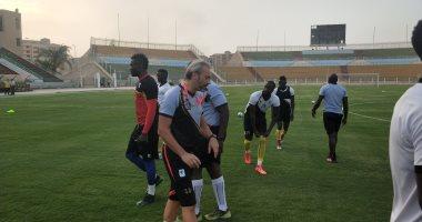 منتخب أوغندا يتدرب في ملعب المقاولون قبل مواجهة الكونغو.. صور
