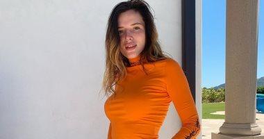 القصة كاملة وراء احتلال بيلا ثورن التريند من الهاكرز لصورها العارية