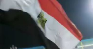 علم مصر فى مدرجات الجزائر