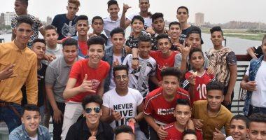 حسام يشارك صورة مع أصدقائه على محور روض الفرج