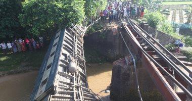 مصرع 5 أشخاص وإصابة 100 آخرين بخروج قطار عن القضبان فى بنجلادش