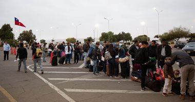 مئات الفنزويليين يفتروشون الأرض بمحيط معبر حدودى بين تشيلى والبيرو