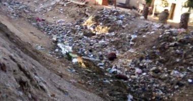 قارئ يشكو من انتشار القمامة وسوء حالة الطريق خلف نادى الصيد القطامية