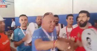 شاهد رقص الجماهير أمام استاد القاهرة قبل مباراة مصر والكونغو