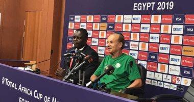 أمم أفريقيا 2019.. مدرب نيجيريا يشيد بخبرات لاعبيه فى حسم لقاء غينيا
