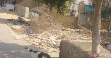 انتشار القمامة بحدائق القاهرة الجديدة بسبب عدم وجود عمال نظافة
