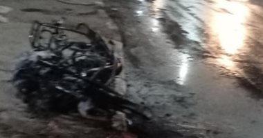صور.. تفحم دراجة بخارية وإصابة شخص بالطريق الدائرى فى أسيوط