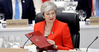 تيريزا ماى ترقص فى آخر أيامها بمنصب رئيسة وزراء بريطانيا