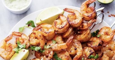 How does eating shrimp help in treating thyroid problems?
