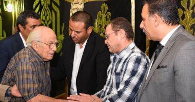 رشوان توفيق وخالد زكى وأبو عميرة أول الحاضرين فى عزاء المخرج محمد النجار