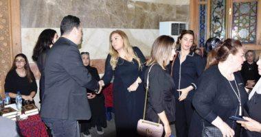 دنيا سمير غانم وبوسى وجميلة عوض وشيرين فى عزاء المخرج محمد النجار