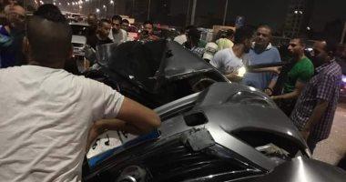 صور.. زحام مرورى بسبب حادث انقلاب سيارة ملاكى أعلى محور صفط اللبن