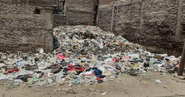 فيديو.. اضبط مخالفة.. مقلب قمامة وسط المساكن بمدينة بلبيس بالشرقية