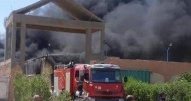 الدفع بـ4 سيارات إطفاء للسيطرة على حريق مصنع بلاستيك بشبرا الخيمة