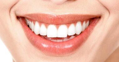 زيت جوز الهند وخل التفاح.. وصفات طبيعية لتبييض الأسنان