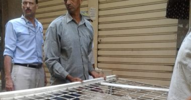 صور.. حملة مكبرة لإزالة إشغالات الطريق وغلق محال مخالفة شرق الإسكندرية
