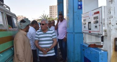 صور.. محافظ مطروح ومدير الأمن يتفقدان مواقف السيارات لمتابعة الالتزام بالتعريفة