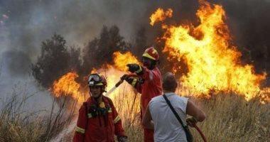 طيارات ورجال مطافئ.. إخلاء بلدة يونانية من سكانها لاقتراب حريق غابات هائل