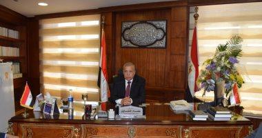 المستشار عصام المنشاوى يقدم درع النيابة الإدارية لرئيس المجلس الأعلى للقضاء