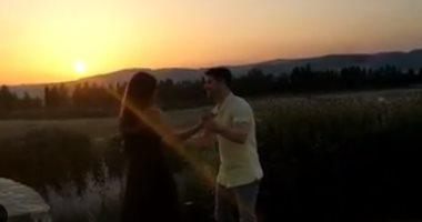 فيديو..شاهد رقصة نيك جوناس وبريانكا شوبرا في أجواء رومانسية وسط الطبيعية