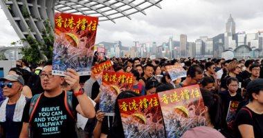 رغم الأمطار.. الآلاف يشاركون فى احتجاج مناهض للحكومة بهونج كونج