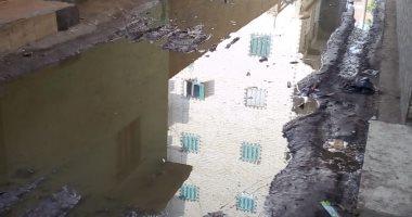أهالى شارع على عبد المجيد بعزبة النخل يعانون من انتشار مياه الصرف الصحى