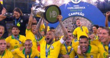"""تعرف على البطولات الـ""""40"""" لدانى آلفيس قائد البرازيل بعد التتويج بكوبا أمريكا"""
