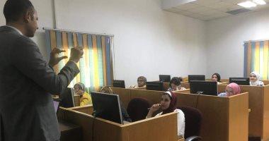صور.. تدريب ميدانى على الترجمة الصحفية لطلاب ألسن بجامعة قناة السويس