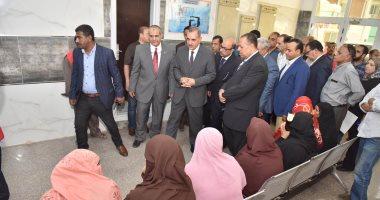 صور .. جولة لمحافظ اسيوط لتفقد أعمال المبادرة الرئاسية لدعم صحة المرأة بمركز رعاية قلتة