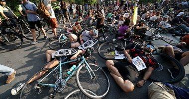 سائقى الدراجات فى نيويورك يطالبون بممرات سير أمنة بعيدا عن السيارات