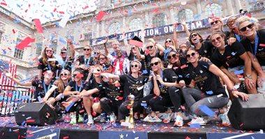 الآلاف يحتفلون فى نيويورك بعد تتويج منتخب كرة القدم للسيدات بكأس العالم