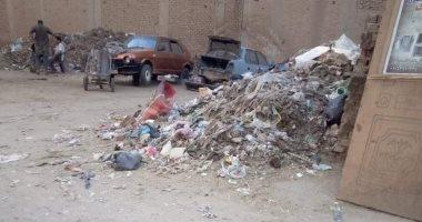 صور.. تراكم القمامة بجوار المعهد الدينى بالمحلة