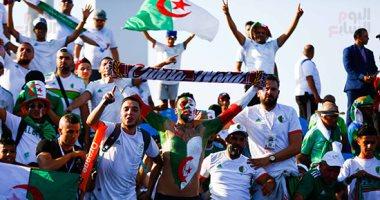 """شاهد.. الشماريخ تضىء سماء ملعب """"5 يوليو"""" بالجزائر احتفالاً بكأس أفريقيا"""