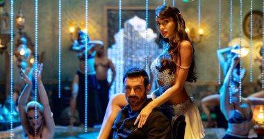 راقصة مغربية تتألق فى بوليود وتنال إشادة نجوم السينما الهندية.. صور