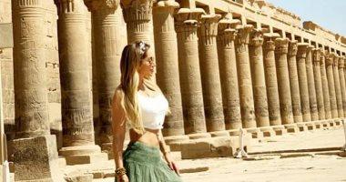 زوجة فيدال تغادر أسوان اليوم بعد زيارة معالمها السياحية