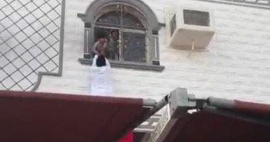 فيديو.. شجاعة شابين سعوديين تنقذ 3 أطفال من النيران بمكة المكرمة