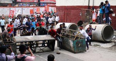 صور..اشتباكات مع الشرطة خلال احتجاج فى بنجلادش على بسبب زيادة أسعار الغاز