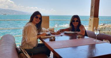 """""""مامتك دى ولا أختك""""..شاهد نانسى عجرم ووالدتها فى قبرص"""