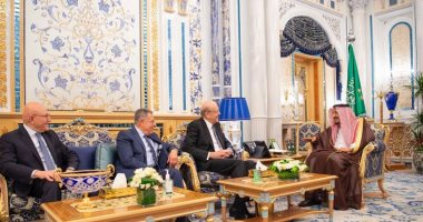الملك سلمان يستقبل 3 من رؤساء وزراء لبنان السابقين فى جدة