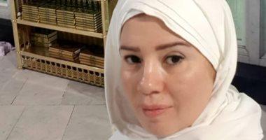 رانيا فريد شوقي تؤدى مناسك العمرة .. وتوجه رسالة مؤثرة لوالدها