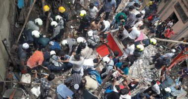 صور.. انهيار مبنى سكنى فى مومباى والبحث عن 40 شخصا وسط الأنقاض