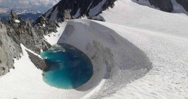 متسلق يكتشف بحيرة ماء على ارتفاع 11100 قدم فوق جبال الألب الجليدية