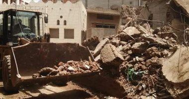إزالة 5 منشآت ذات خطورة داهمة بقرية شرباص فى دمياط
