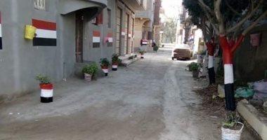 صور.. أهالى أحد شوارع دمياط يطلقون مبادرة لتجميل الشارع ويطلقون عليه الزهور